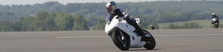 La conduite de moto sur circuit nécessite des couvertures particulières
