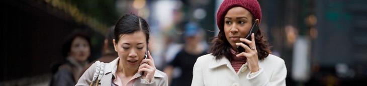 77% des piétons téléphonent en marchant selon GMF Assurances