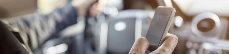 Les Français utilisent de plus en plus le portable au volant