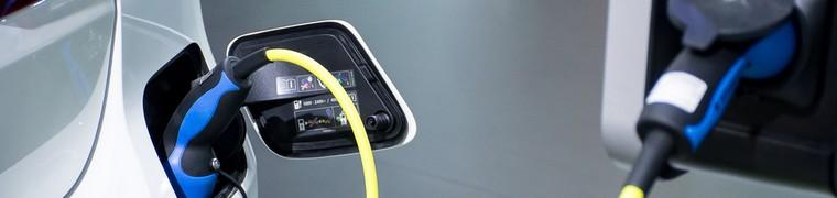 Les équipementiers électriques se disputent le marché des bornes de recharge