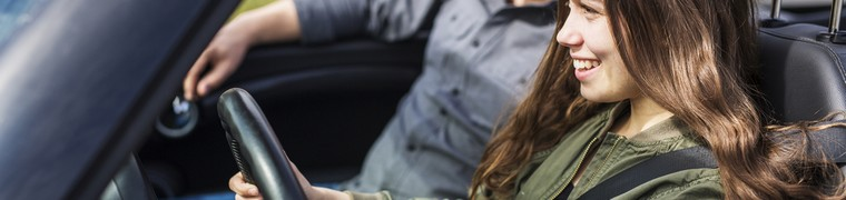 Les jeunes conducteurs accueillent plutôt bien les conseils de leurs parents sur la sécurité au volant