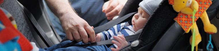 La sécurité des enfants en voiture doit être améliorée