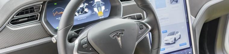 Tesla progresse dans la conduite autonome malgré l'absence d'autorisations réglementaires